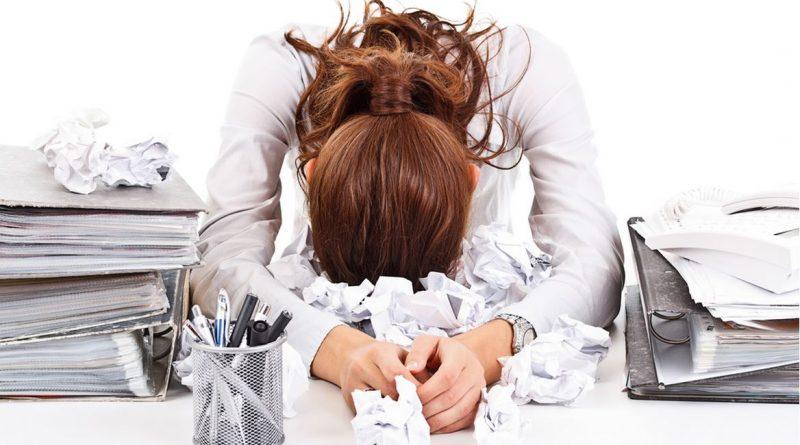 Come combattere lo stress? Gli uomini lo fanno col sesso, le donne col cibo
