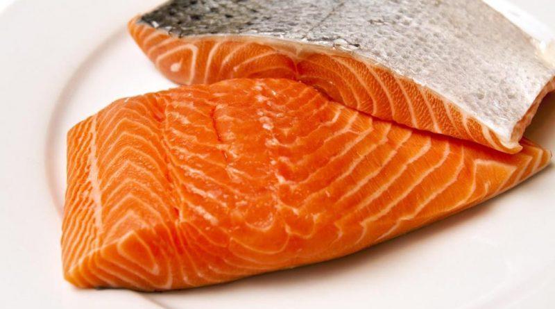 Guardate cosa hanno scoperto sul salmone d'allevamento!