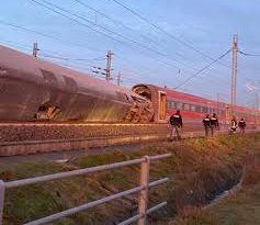 Deraglia treno frecciarossa a Lodi: soccorsi da tutta la Lombardia.