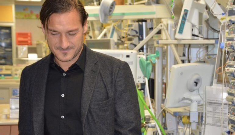 Coronavirus, Totti dona 15 monitor alla Terapia intensiva dello Spallanzani