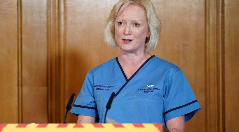 Le vietano di indossare la mascherina: infermiera si dimette da un ospedale di Londra