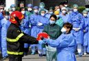 """Coronavirus, i Vigili del Fuoco omaggiano gli operatori sanitari del """"Cardarelli"""" di Napoli"""