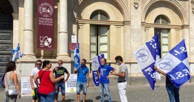 """Stabilizzare precari. Sit-in della Fsi-Usae davanti l'Università di Catania: """"Chiesto un impegno scritto, da rettore e direttore generale solo promesse"""" 1"""