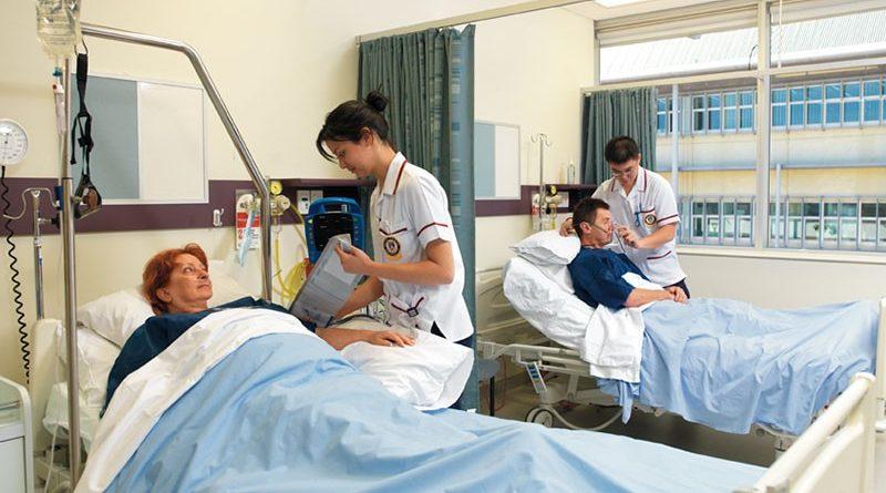 """Covid-19, protestano gli studenti di infermieristica:""""Quando ripartono tirocini, esami e lezioni?"""""""