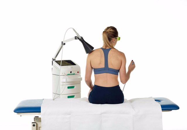 Giornata mondiale del malato, boom di casi di mal di schiena durante il lockdown (+11%):
