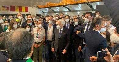 """Palermo, Mattarella a infermieri e medici: """"Grazie per quello che fate"""""""
