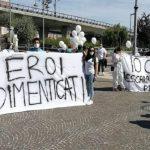 """Pescara, oss in piazza: """"Siamo eroi dimenticati e disoccupati"""""""