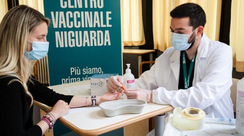 Prevenzione al quadrato: a Niguarda insieme al vaccino anti COVID-19 si fa anche lo screening gratuito contro l'epatite C
