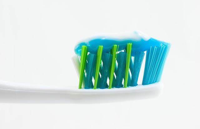 Cinque cose che non sapevi riguardo allo sporco nel tuo spazzolino