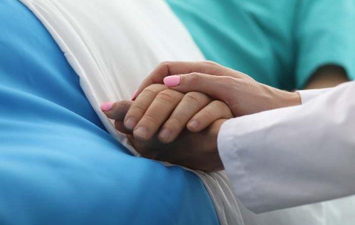 L'uso dello smalto per unghie negli operatori sanitari: scelta o divieto?
